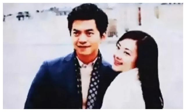 情歌王子李健娶到10岁相识的女孩孟小蓓!他说:一生都在度蜜月