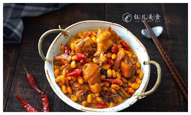黄豆别只知道做豆浆,教你更下饭的吃法,每次炖一锅,家人抢着吃