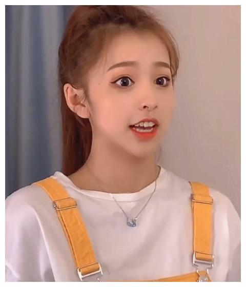 刘思瑶被瘦脸特效打脸?看到她手上弯曲的筷子,一目了然
