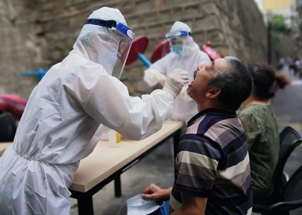 防控不力致疫情扩散,官方强调追究官员责任