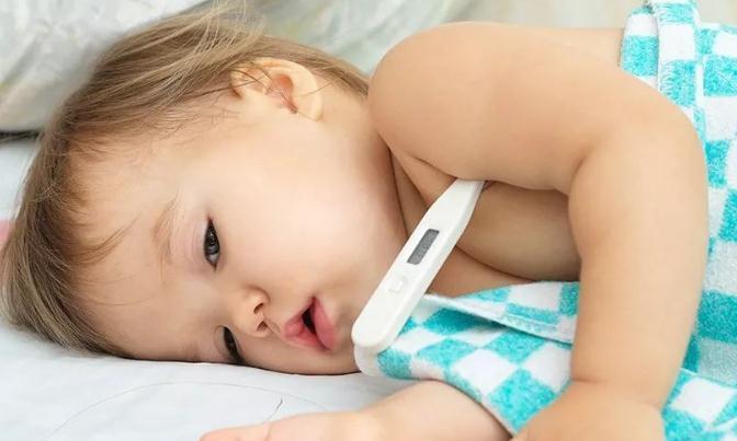7岁女童性早熟,医生:3种食物别给娃吃,是餐桌上的催熟剂