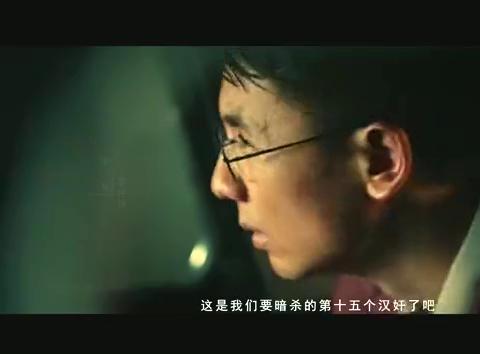 黎仲扬和同学正在车内准备刺杀汉奸,却被陆南笙劫持车辆逃跑