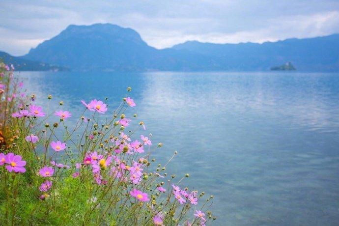 天水一色的泸沽湖风景真的很迷人。