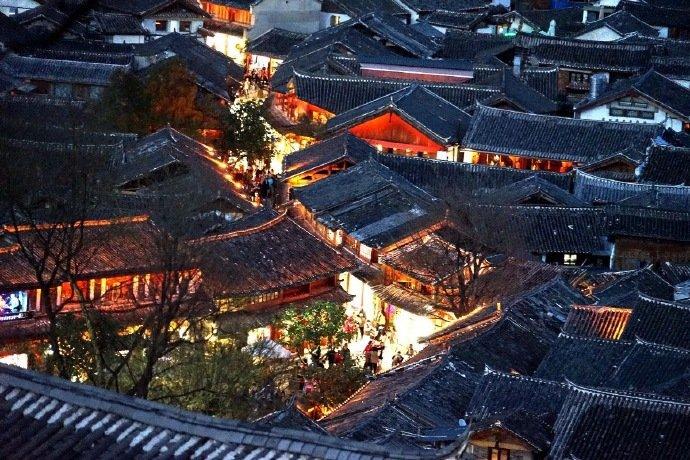灯火阑珊的丽江古城,是很多里古城梦的归宿。