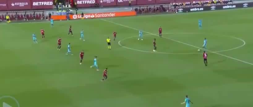 苏亚雷斯无私分球送助攻,梅西劲射破门,锁定胜局