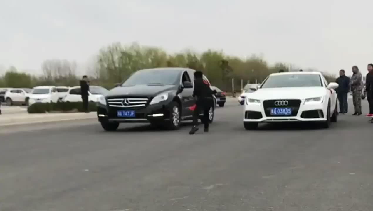 视频:奥迪A7和奔驰比提速,不是拍下谁会相信!