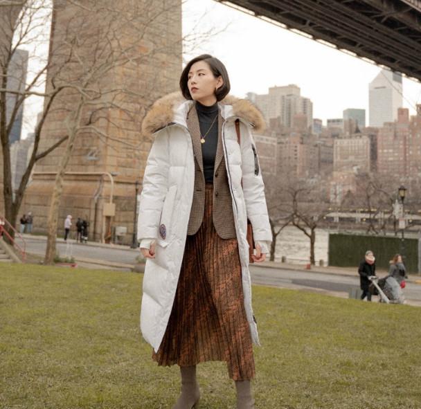 听起来不靠谱的组合:羽绒服+半身裙,时髦又保暖,美到骨子里!