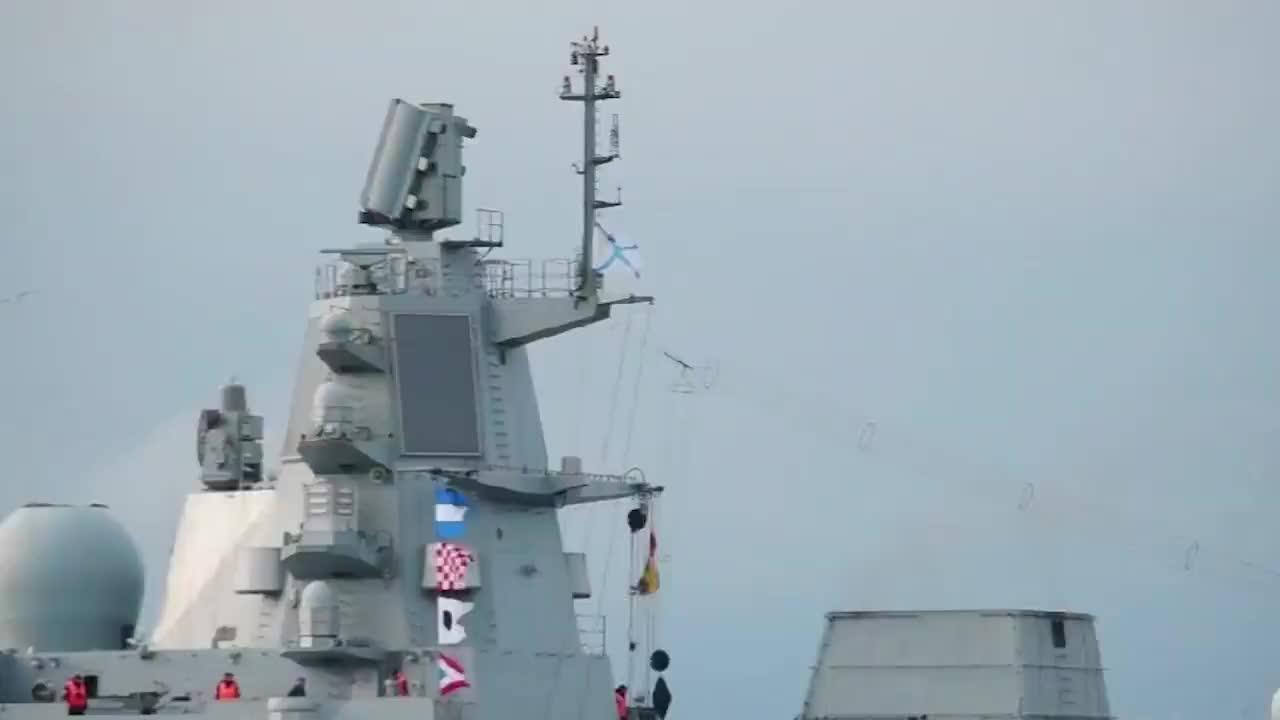 美军两艘核航母就位俄护卫舰发射大批导弹警告不准动武