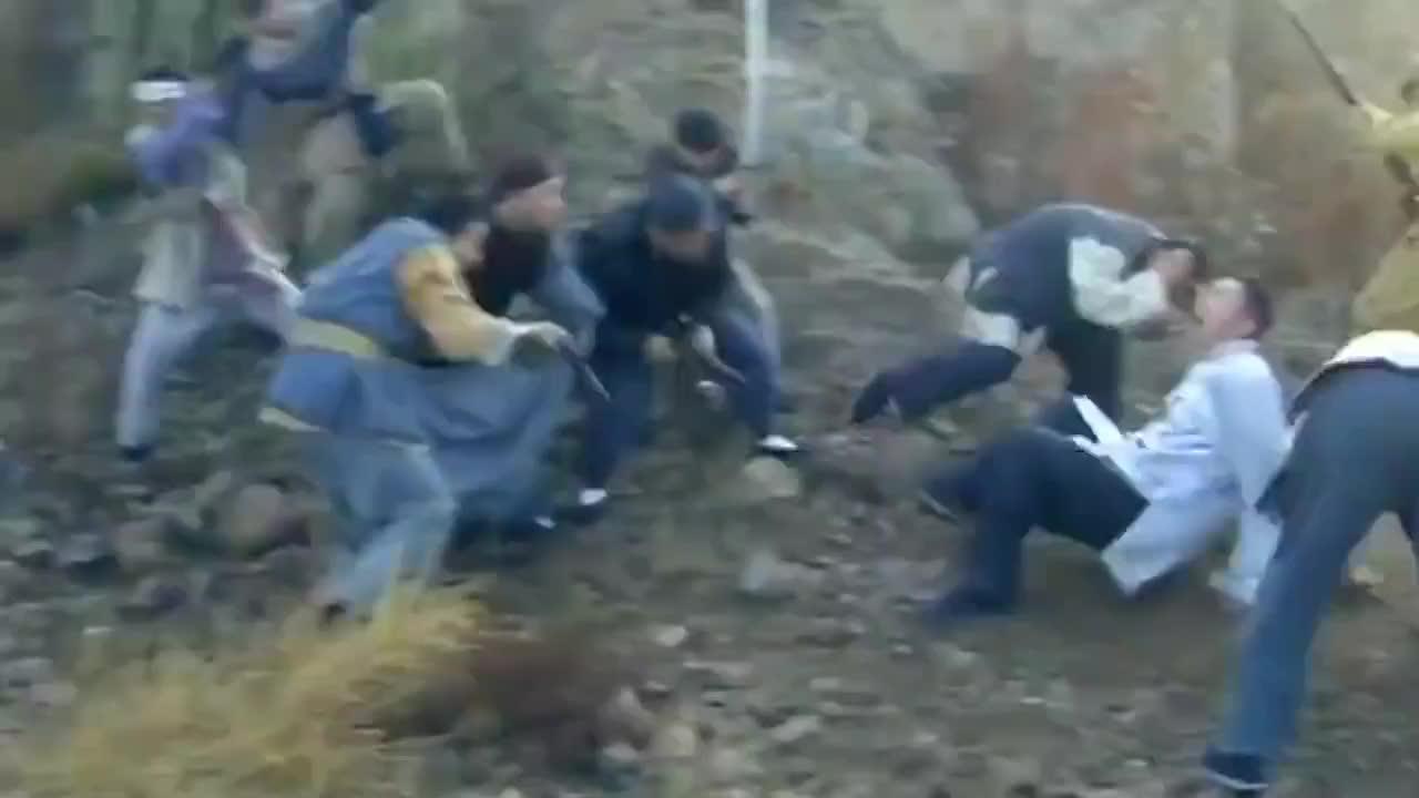 鬼子正准备上炮弹,怎料突然飞来了手榴弹,直接把鬼子给炸懵了!