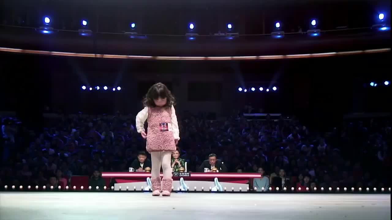 出彩中国人:五岁小萌娃登台跳舞,转头瞬间周立波被电到了