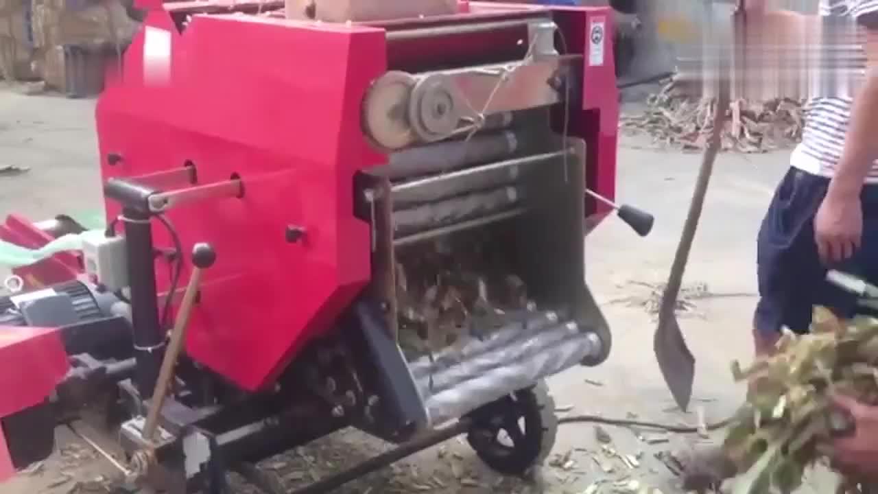 农村牛人发明自动卷草机,这性能厉害了!