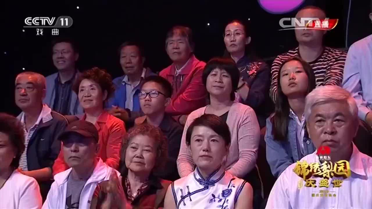 """《江姐》选段""""红梅赞""""精彩的舞台演唱,观众掌声不断!"""