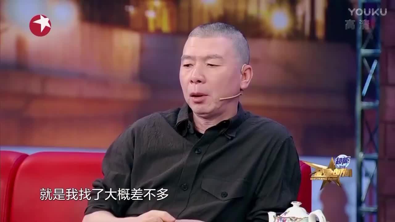 冯小刚讲看了将近一千个女孩选演员,,一看化妆像社会样,直接不