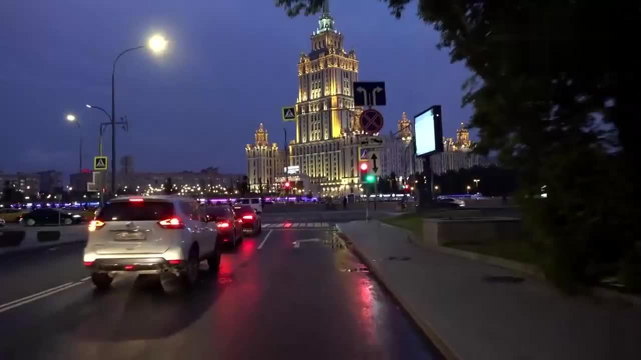 将相机架在车窗玻璃,跟随镜头看莫斯科,这在国内算几线城市?