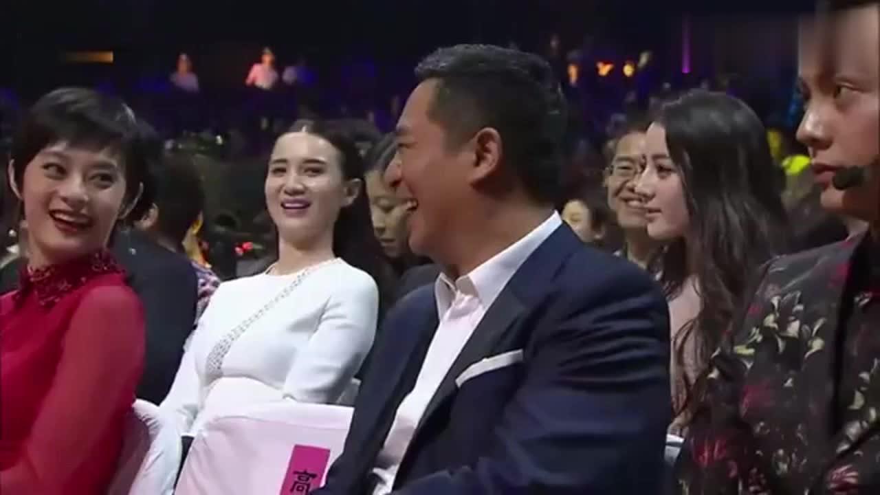 何炅夸赞闫妮,随后点名女神刘涛,刘涛听完瞬间微笑!