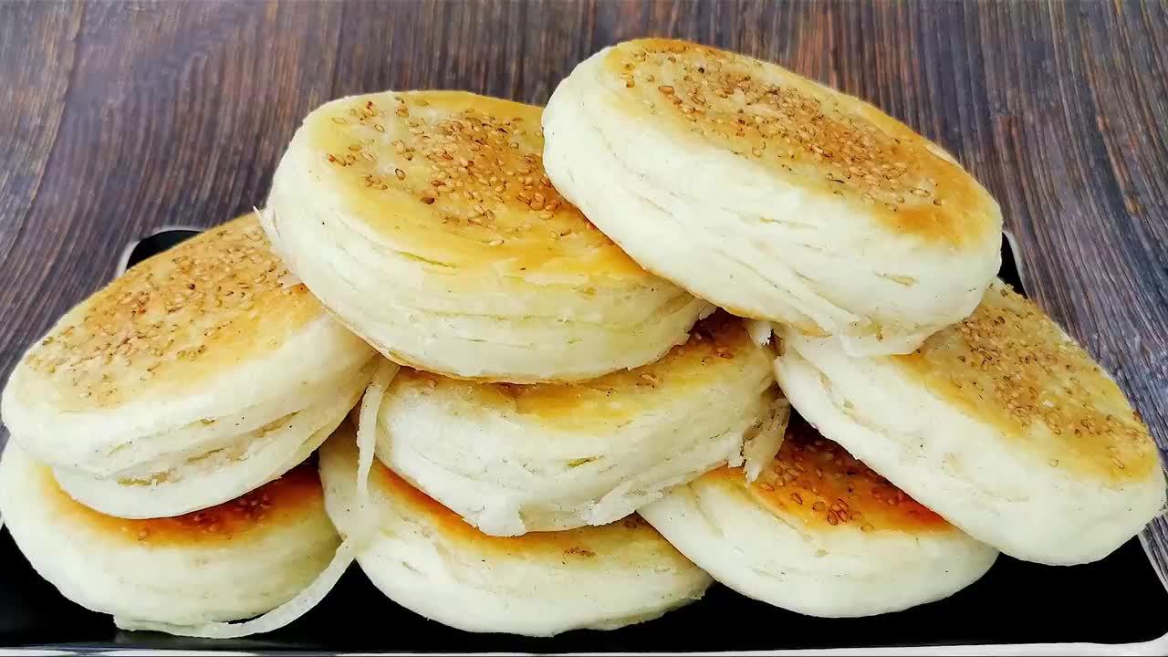 椒盐饼这么做太香了,无技巧无难度,一卷一拧不用包,外酥里特香
