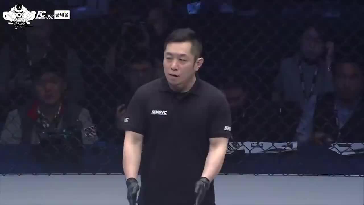 蹬笼后空翻打击对手,裁判都没见过这一招,韩国选手惨被KO!