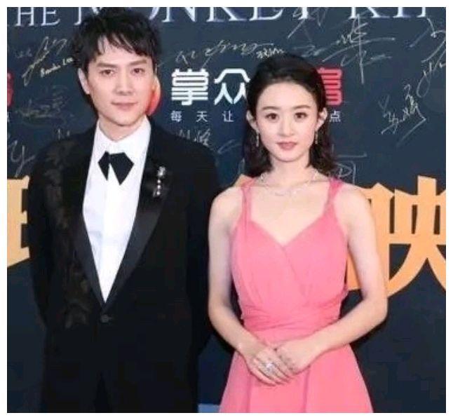 赵丽颖和冯绍峰合体,赵丽颖身穿粉红色吊带连衣裙,一般人不敢穿