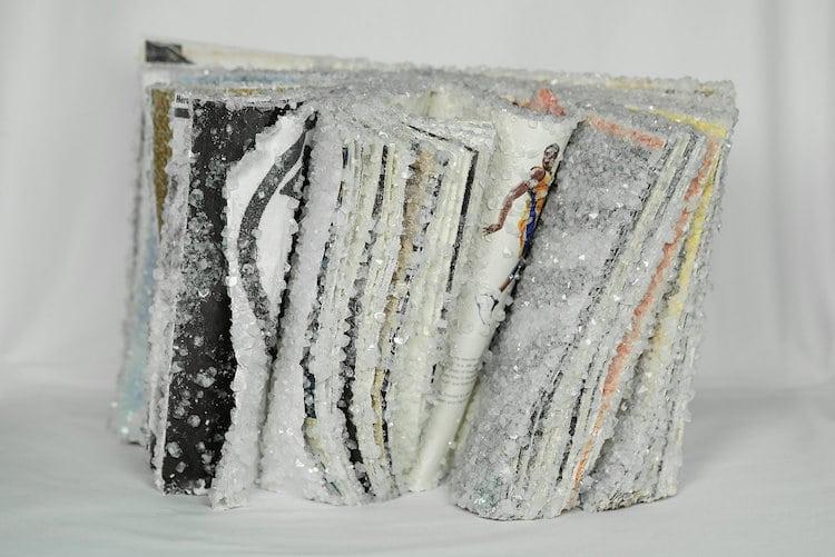 他用9年时间研究书籍,把书变成水晶艺术品,赋予书第2次生命