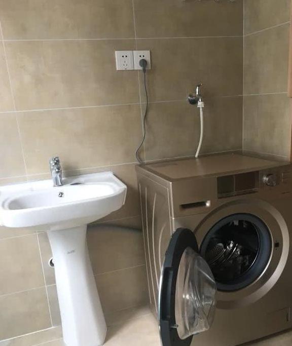 外国人真聪明,滚筒洗衣机装门还带洗手池,便利!放小户型最合适