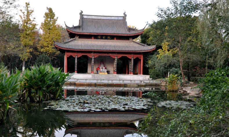南京钟山有仙气不散,朱棣命人刻石记之,后来这块仙石流落民间