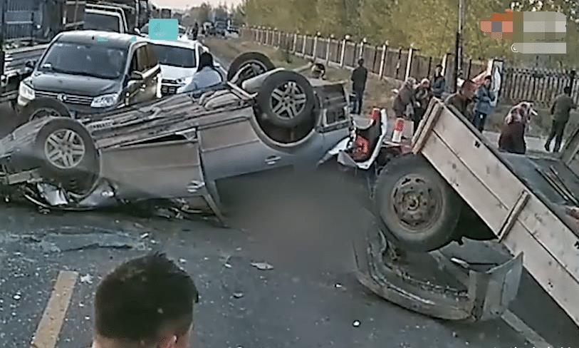 吉林发生一起车祸,位于长春市农安县,场面让人揪心