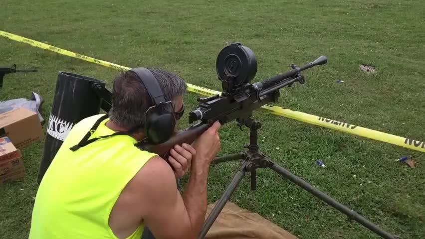 改装版日本99式轻机枪,换上弹鼓还真认不出来了!