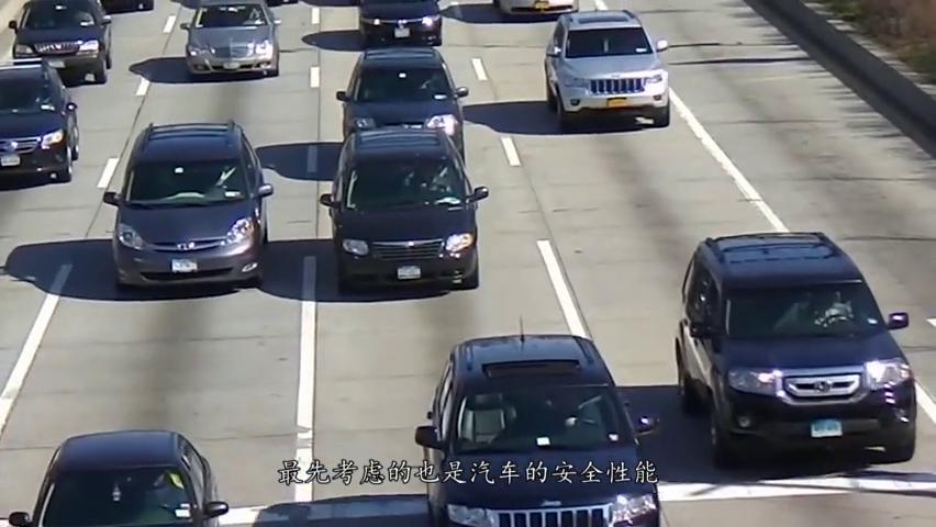 轿车撞卡车会发生啥?红旗H7直接撞8.8吨重卡,结果令人意外