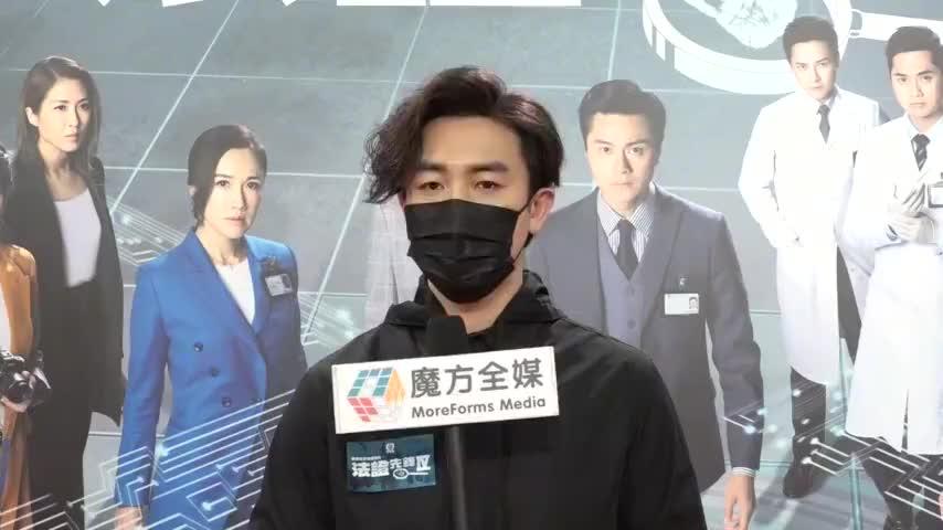 粤语回TVB宣传一直不敢脱口罩 谭俊彦女儿好喜欢吃手
