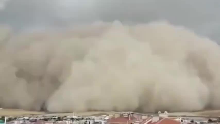 沙尘暴瞬间吞没土耳其首都 瞬间遮天蔽日白昼秒变黑夜
