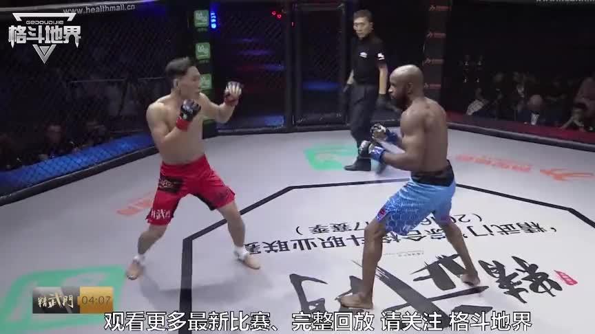 """中国最励志""""北漂拳王""""遇黑色猛将暴击发威,一招绞服对手!"""