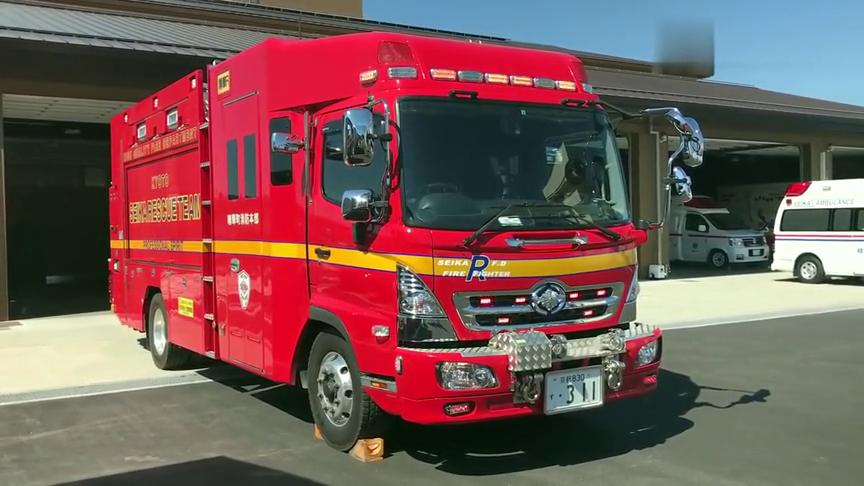 日本京都府消防车紧急出行,车型实在太酷了