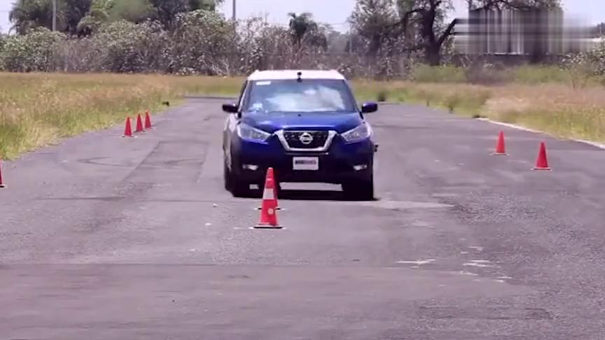 视频:日产劲客紧急避障测试,车身出现较大倾斜,差点翻车