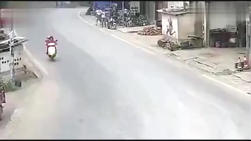 无人驾驶的摩托车又来搞事情,调取监控,真相没那么简单