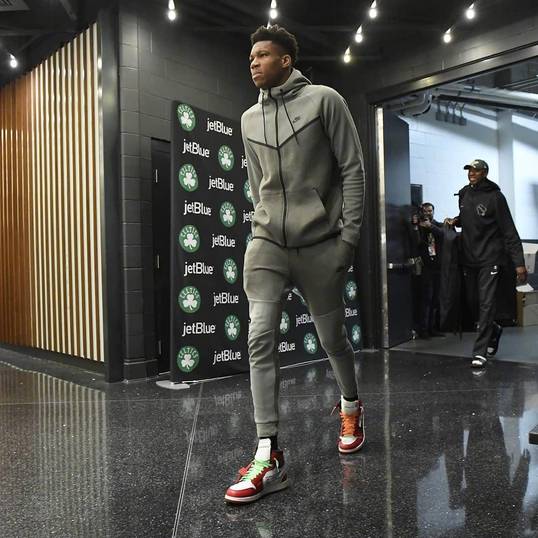 NBA巨星们的日常装扮,有的朴素有的高调,有的胸肌还到处露