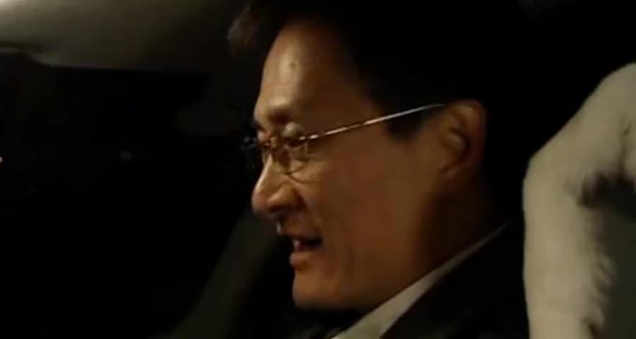 公安局长酒后飙车还接电话,没想到超速时竟撞了个人,这下玩大了