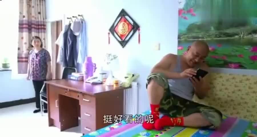 赵四玩手机这一段,可谓是乡村爱情经典一段,网友:不会笑场吗?
