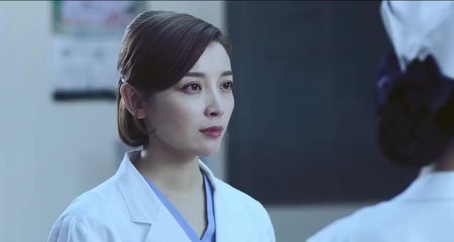 医生紧急救下老干部,家人到来一直夸医生,旁边的主任脸色都变了