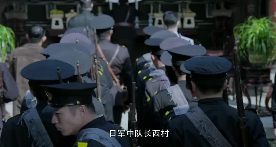 日本人扮警察画地图,老太太察觉不对,当场搜身给他好看