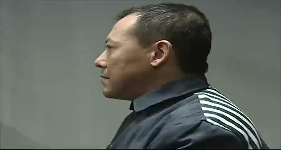 父亲犯罪入狱,女儿跟妈妈来看望他,爸爸一番话让女儿痛哭流涕