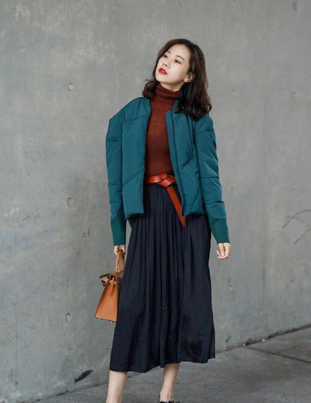 秋冬不管穿大衣还是羽绒服,切忌拖沓花哨,显瘦突出气质才时髦!