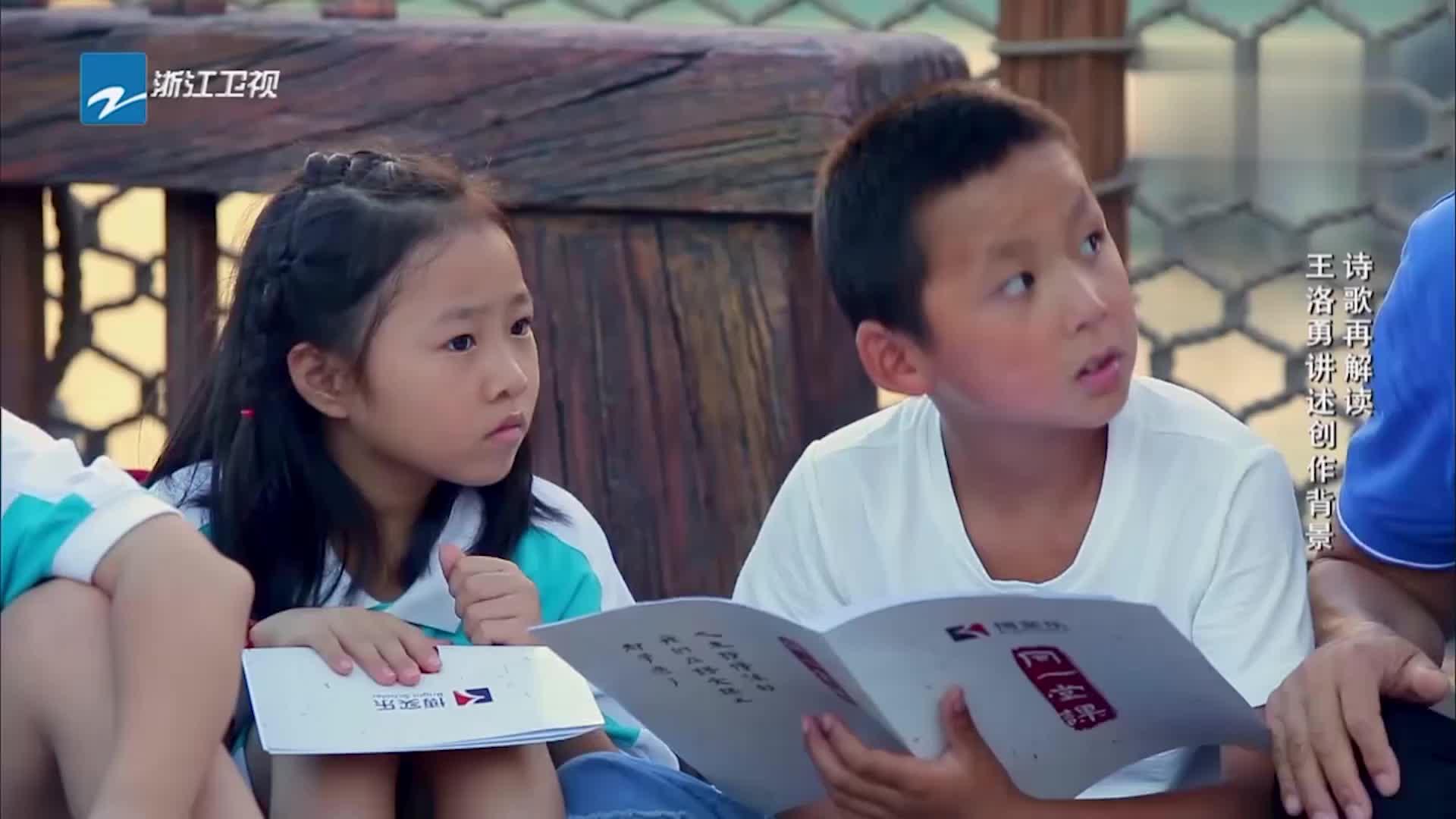同一堂课:师生挑战英文版《观沧海》,讲述中国故事,好感人