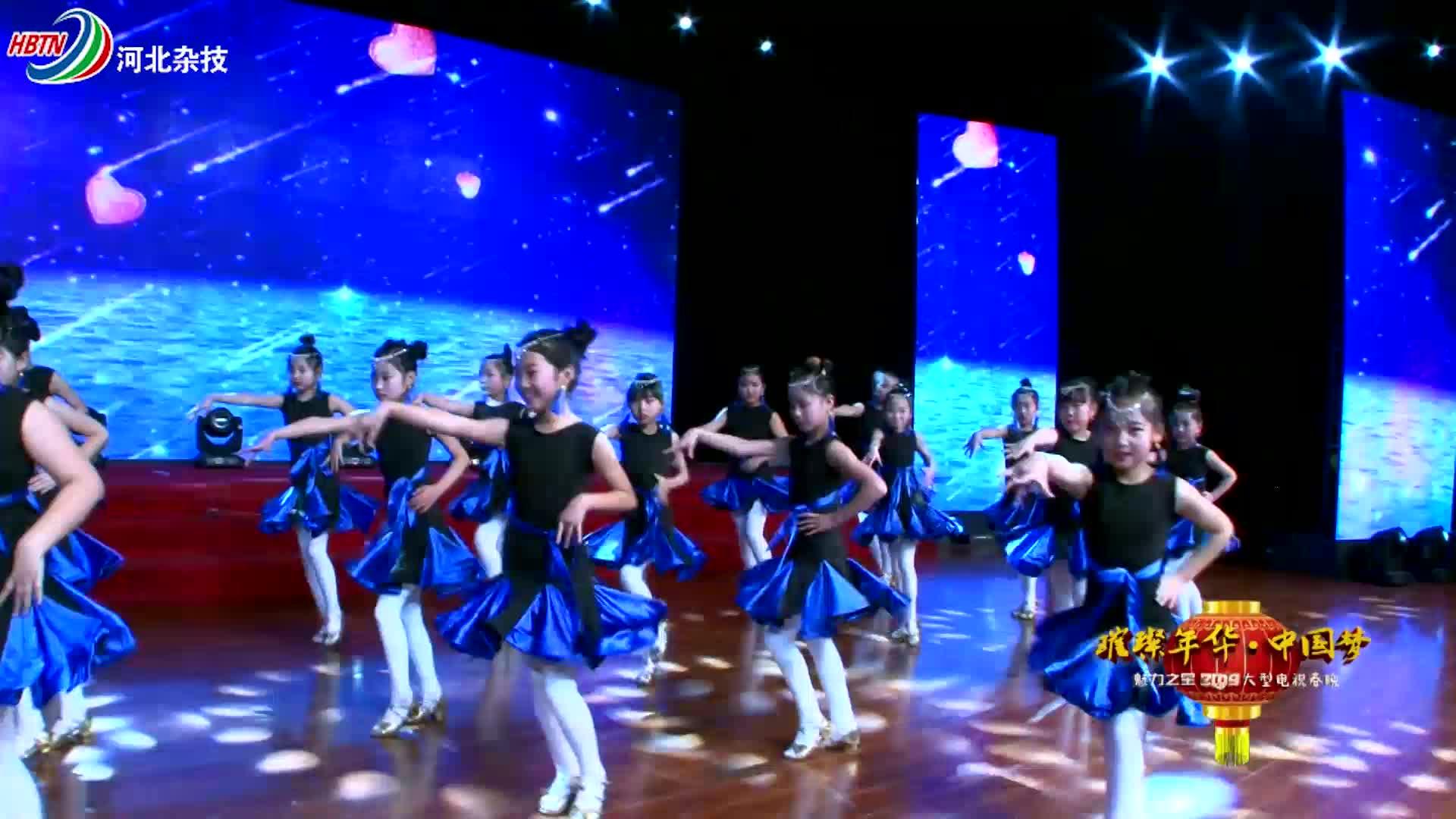 温柔版拉丁舞,专业的舞步,标准的手势,真是百看不厌!