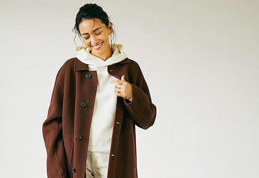 """大衣重在搭配,四十岁的女性试试""""长大衣+卫衣"""",舒适减龄高级"""