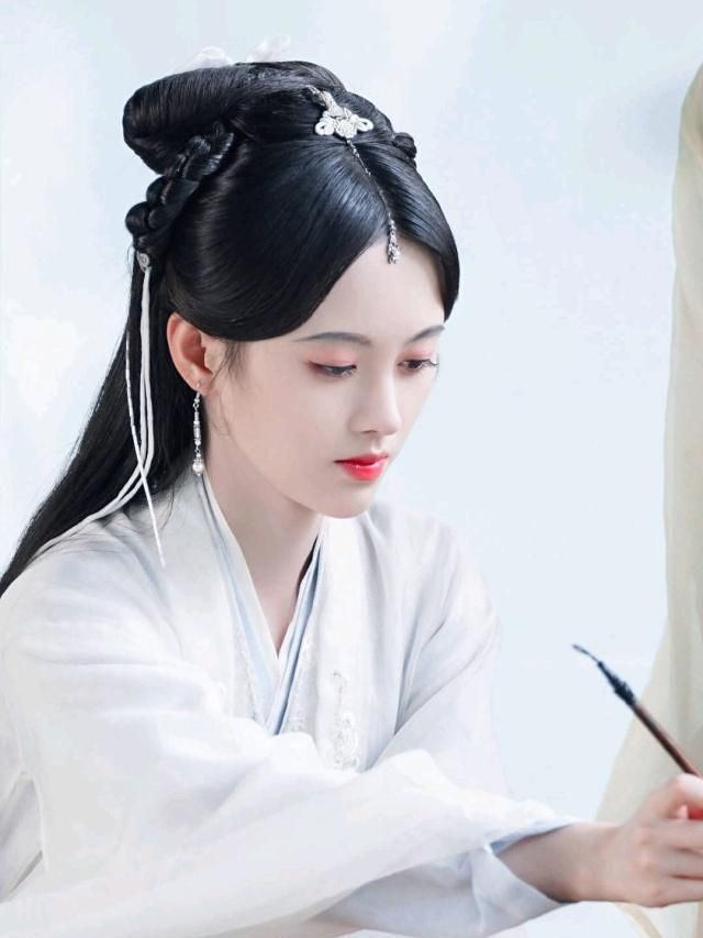 鞠婧祎翻拍《新白娘子传奇》被吐槽,俏皮可爱另一种白娘子