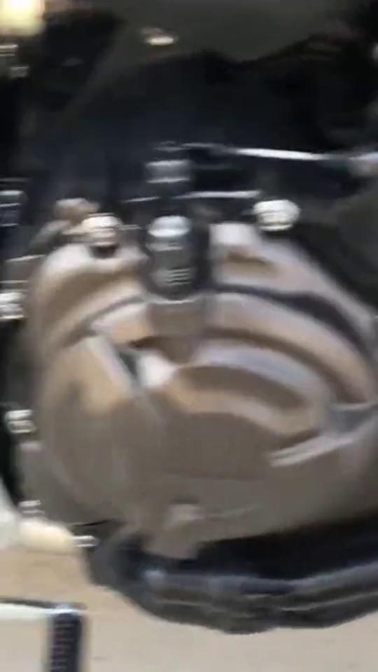 超强机车雅马哈,整体看上去非常的霸气动力十足,机车手的选择!