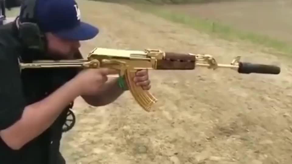 黄金版 AK-47突击 步枪实弹 射击一弹匣 磨损多少黄金