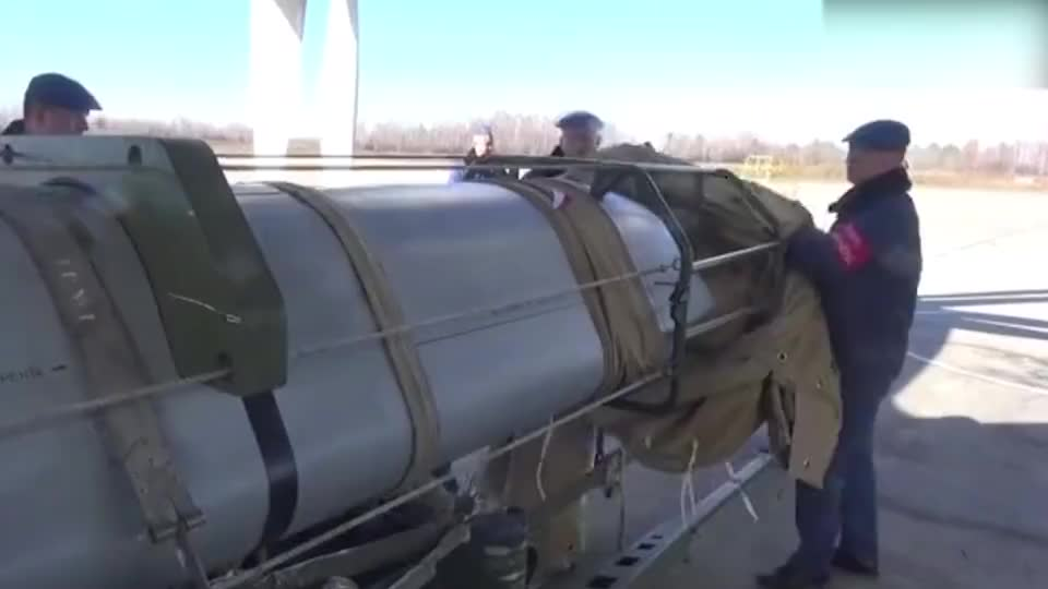 实拍俄空军重新启用图95MS轰炸机这要是炸地面上绝对成废墟