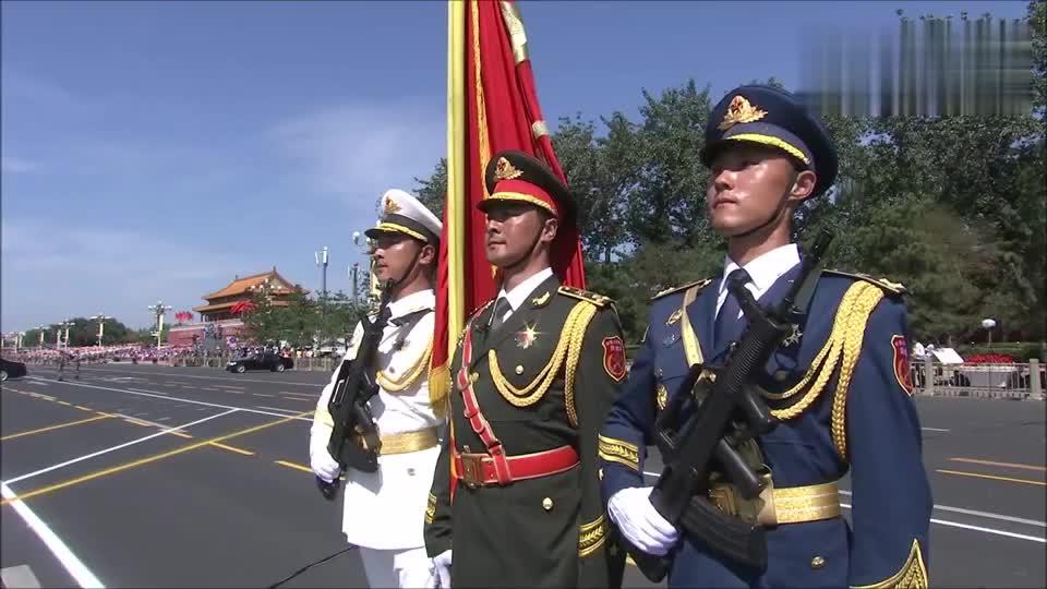 受阅部队已经列队完毕,等待接受祖国和人民的检阅