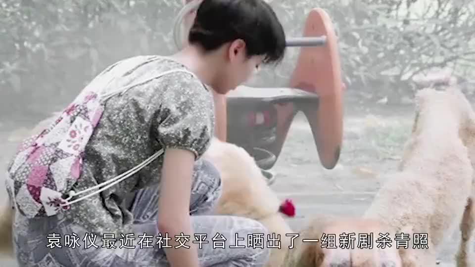 49岁袁咏仪晒新剧杀青照,与35岁的陈赫合照,居然看不出年龄差距